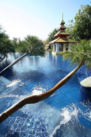 32 Loy Kham Pool